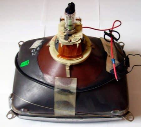 Tubo de rayo catódico (CRT) de un televisor