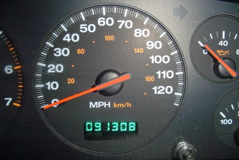 Display de un odómetro digital en un Jeep