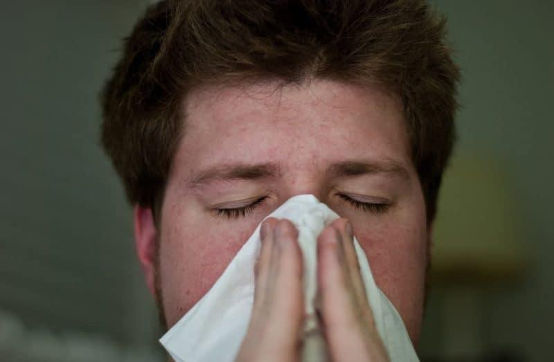 Dolor de cabeza y sudores fríos en la noche