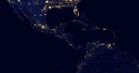 Centroamérica por la noche desde el espacio