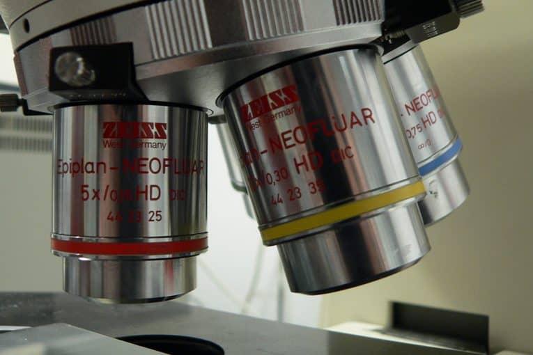 Objetivos de un microscopio óptico