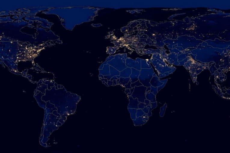 Luces del planeta Tierra por la noche