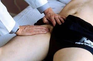 Palpación del pulso femoral