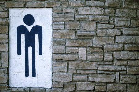 Símbolo hombre sobre una pared