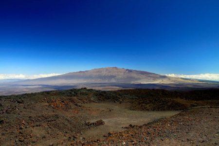 Mauna Kea visto desde el Mauna Loa