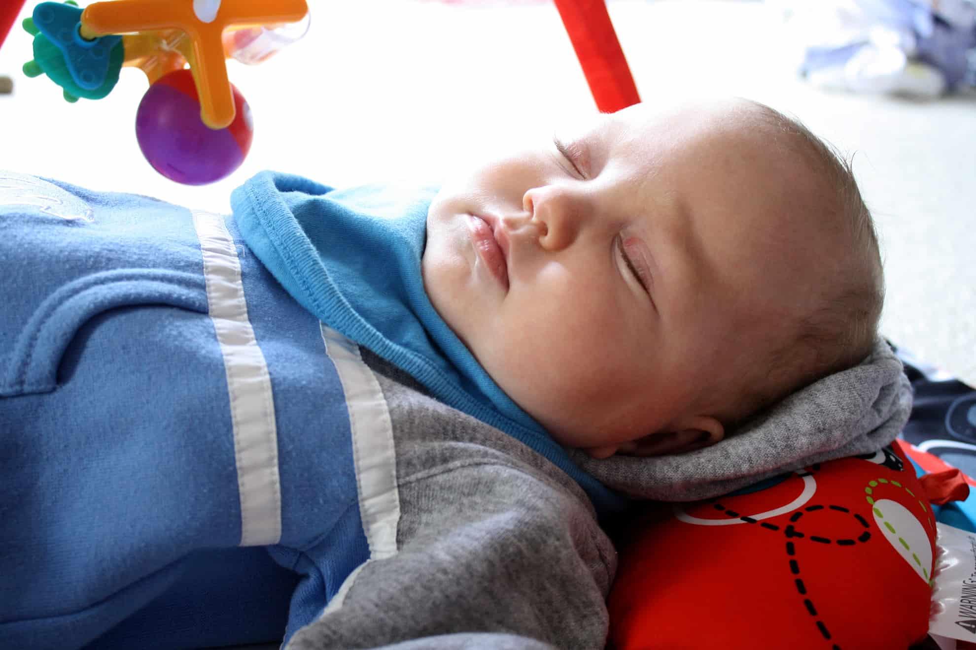 Cu nto duerme un beb curiosoando - Cuanto come un bebe de 1 mes ...