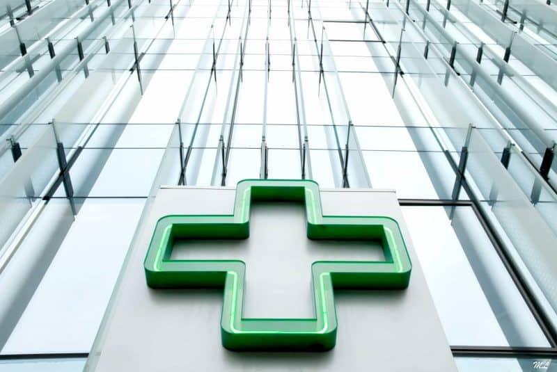 Cruz farmacia (CNIT, Francia)