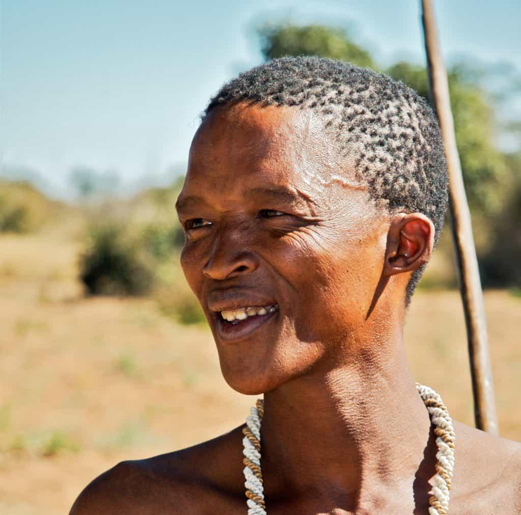 Un hombre khoisan