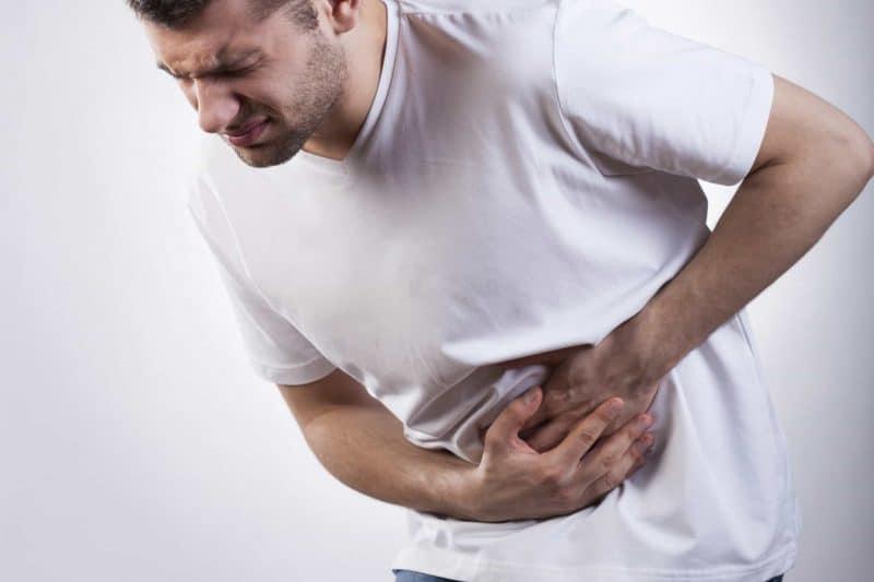 dolor de próstata lado derecho e hinchazón del vientre