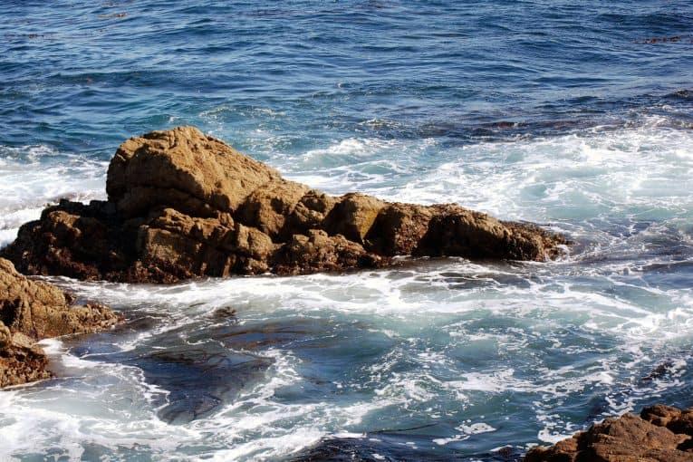 Océano y rocas