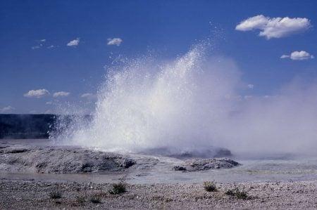 Géiser fuente en Yellowstone