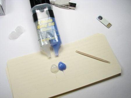 Adhesivo epoxi en dos fases