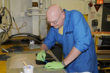 Aplicando resina epoxi