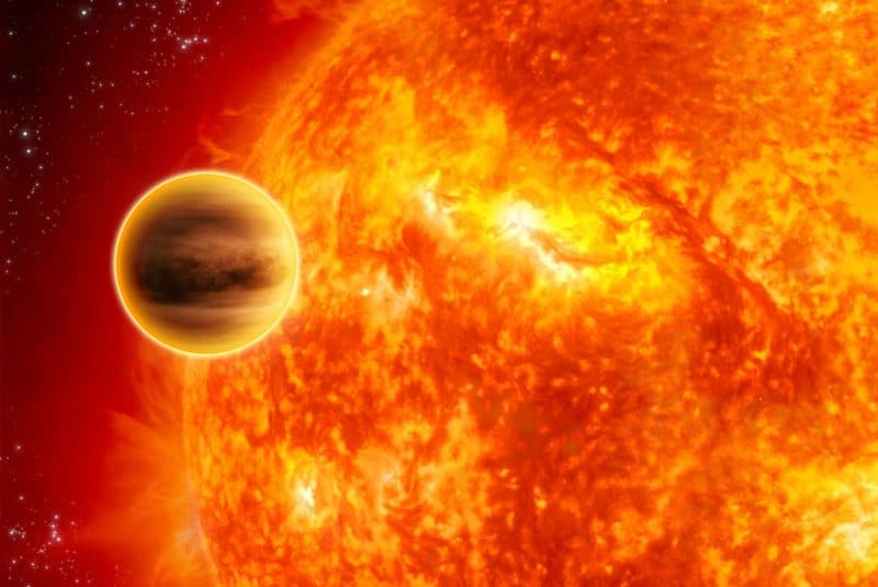 Ilustración de la superficie solar y un planeta