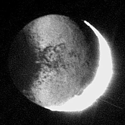 Luz cinérea en Jápeto (satélite de Saturno)