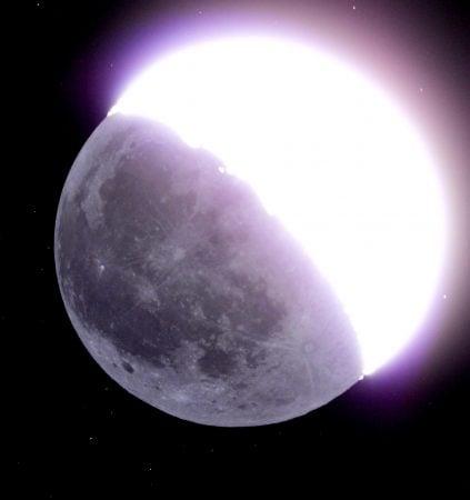 Luz cinérea en la Luna creciente