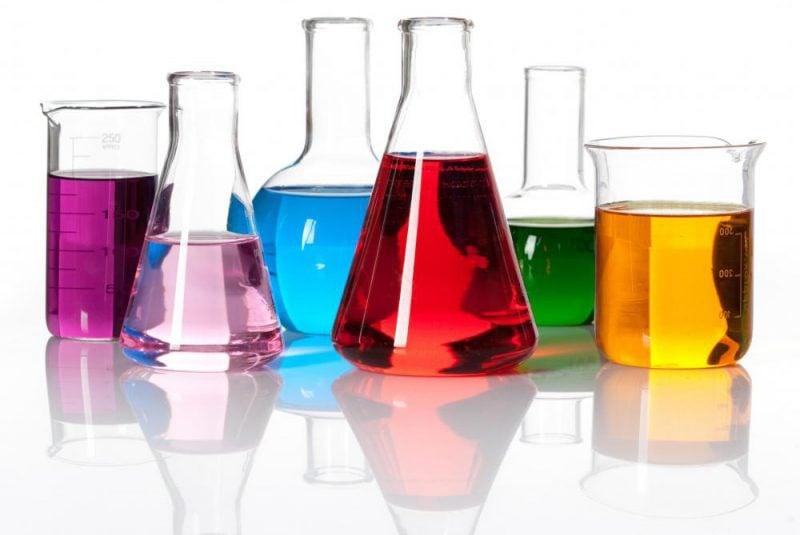 Recipientes de un laboratorio de química
