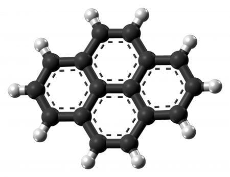 Molécula de pireno (modelo de bolas)